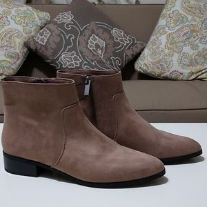 Brand new Forever 21 Chelsea tan booties